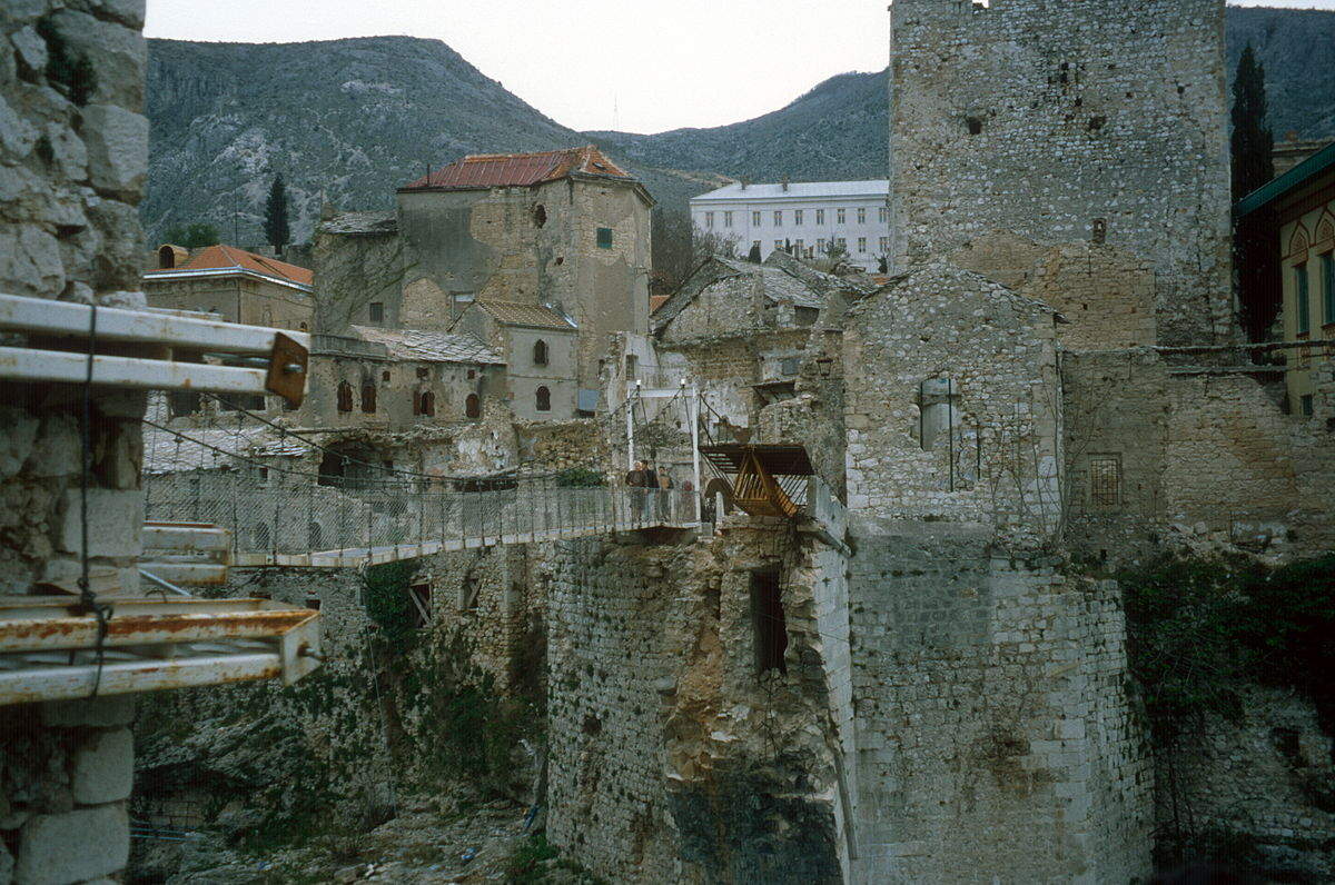 1200px-Stari_Most_temporary_cable_bridge_1997
